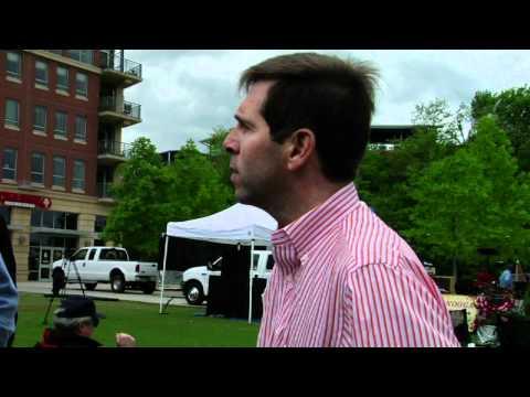Chuck  Fleischmann talks with constituents 4-16-11