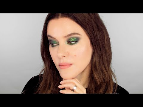 Emerald Green Eye - Red Carpet Makeup Look thumbnail