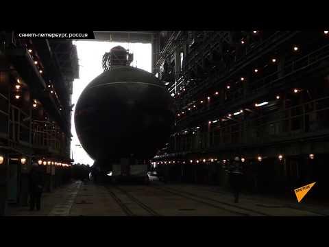 Смотреть В Санкт-Петербурге спустили подлодку Варшавянка для Тихоокеанского флота РФ онлайн