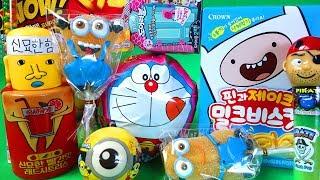 여러 장난감들, 도라에몽, 디즈니 도어러블, 핀과 제이크, 미니언즈 , 신묘한 힘 빨간맛, 포테이토 뽑기, 파이레이트, various toys