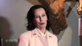 PSV eert Jan van Beveren met borstbeeld