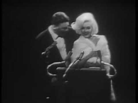 Marilyn Monroe sings Happy Birthday to Kennedy