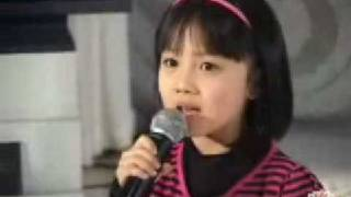 Yang Peiyi singing without a lip-syncher (banned in China)