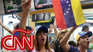 Venezolanos en Miami reaccionan al levantamiento en Venezuela