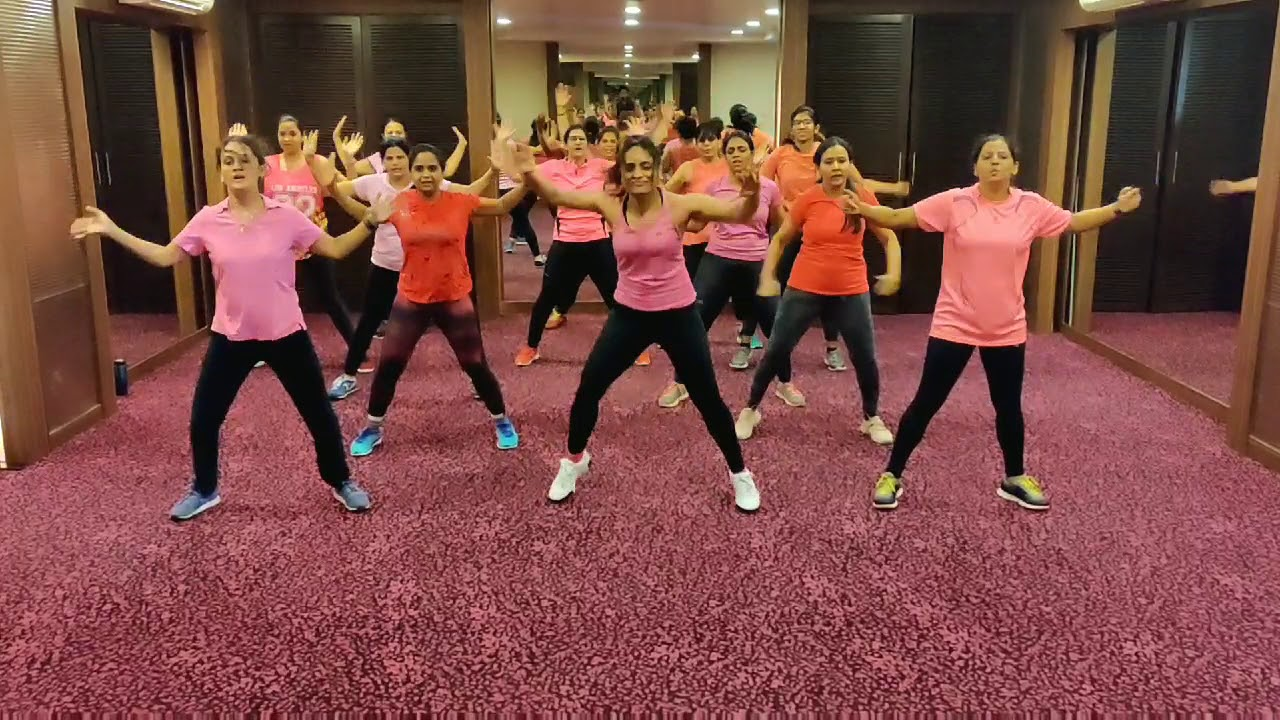 New Warmup Song With Old Hindi Number Aaj Na Chhodunge Zumba Workout Fitness Routine Youtube The breakup song from ae dil hai mushkil hindi movie ft. new warmup song with old hindi number aaj na chhodunge zumba workout fitness routine