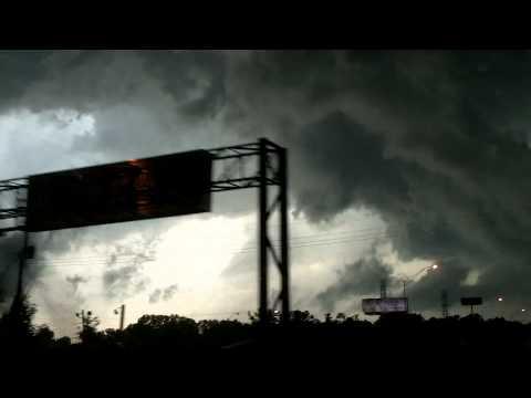 Memphis, Tn Tornado Warned Supercell Wall Cloud  5/25/11
