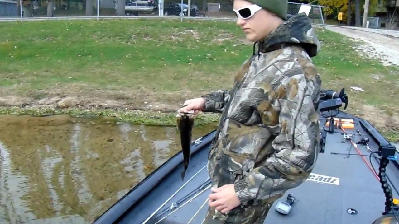 Late fall michigan largemouth fishing youtube for Southwest michigan fishing report