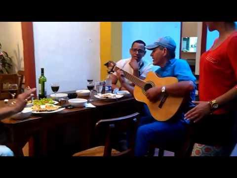 Músicos divirtiéndose en el Restaurante Argentino