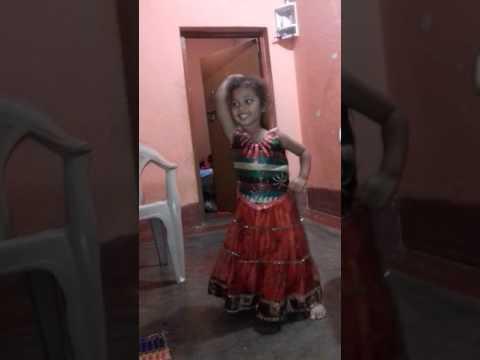 Papa jag jayega dance by Shreya cute dance...