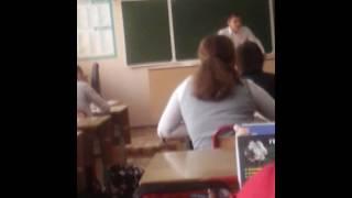 Одноклассник ведёт урок флирта для парней