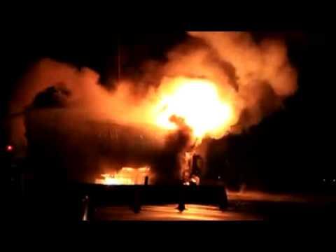 รถขนพลุระเบิดบนทางด่วนบูรพาวิถี.mp4