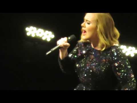 Adele - Hello (Paris-Francia 2016)