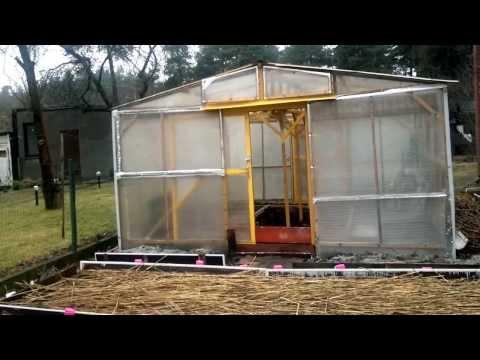 видео: Теплица с раздвижными дверями своими руками.greenhouse.