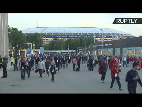 Болельщики покидают «Лужники» после победы сборной России над Саудовской Аравией