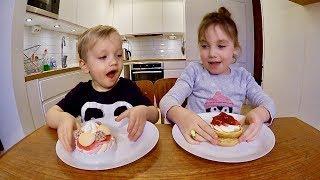 Godis vs Mat CHALLENGE - Gummy vs Real Food