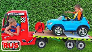 Никита играет в магазин машин и катается на детском эвакуаторе