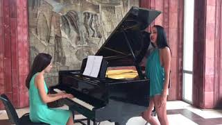 Girls singing Motel And talking about Azis concert-Bourgas 3 august