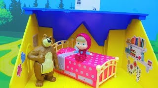 LA DOTTORESSA PELUCHE PEPPA PIG MASHE E ORSO - Masha scappa di casa e va a vivere da Dottie!
