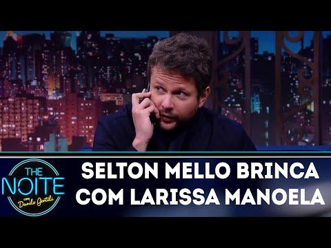 Selton Mello brinca e passa trote em Larissa Manoela | The Noite (21/03/18)