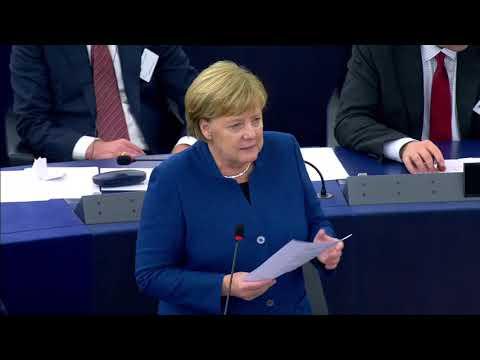 Merkel wird von EU Parlament kritisiert, beschimpft und befragt - Angela Merkel