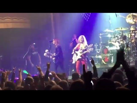 Lita Ford + Lzzy Hale Sing 'Close My Eyes Forever' in New York City