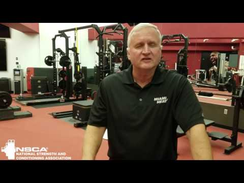 Bill Foran accepts the NSCA 2017 Professional Strength and Conditioning Coach of the Year award