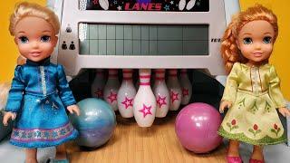 Bowling ! Elsa & Anna Toddlers - American Girl Doll - Barbie Doll - Fun Game