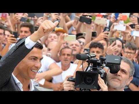 Ronaldo tem primeiro banho de multidão em Turim