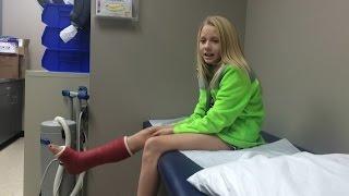 Vlogmas Day 23, 2014   BRE BROKE HER FOOT!!