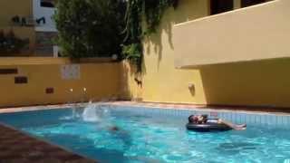 Наш отель на Крите  Греция(Небольшая симпатичная гостиница 4 звезды, два бассейна, спорт зал, ресторан, 3 бара, прекрасная кухня, в двух..., 2014-12-07T23:33:33.000Z)