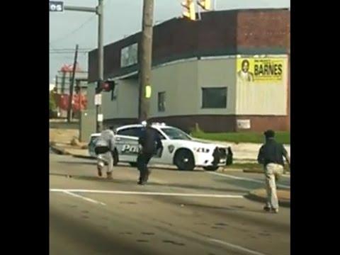 Ohio man TASERs cop, steals patrol car