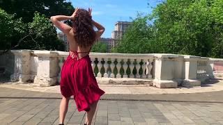 Яркое летнее видео для настроения Девушка нежно танцует САЛЬСУ Женский стиль латина СОЛО с Ксюшей