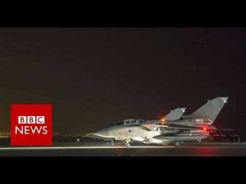 US-led airstrikes hit Syria - BBC News