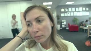 Мигрень на работе(Мой босс решил узнать, что я чувствую, когда у меня приступ мигрени… Товарные знаки Экседрин® (Excedrin®) прина..., 2015-09-30T14:56:04.000Z)