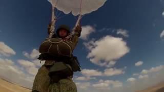 Десантники из России и Египта впервые совершили прыжки с парашютом на незнакомую площадку в Африке(Сегодня в рамках совместного учения «Защитники дружбы-2016», которое проводится в Египте с 15 по 26 октября,..., 2016-10-20T10:18:22.000Z)