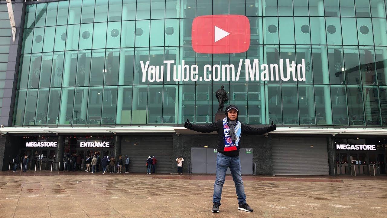 Dạo qua sân vận động Old Trafford của MU, mua quà lưu niệm và in áo thun Manchester United