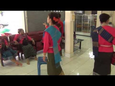คณะนครพนม Line-Dance ก่อนบันทึกรายการทีวีช่อง 5 ที่ วัดมหาธาตุ นครพนม 27 กค 2556