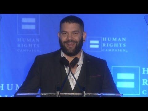 Guillermo Díaz Receives the HRC Visibility Award
