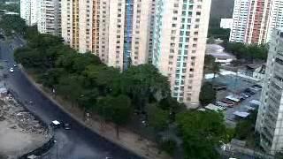 Cacerola en contra de Maduro Parroquia El Valle - Caracas al momento en q llegaba al CNE 04:00PM