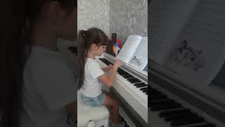 Цыплята , музыка А. Филиппенко , на фортепиано