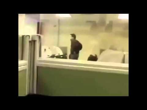 İş Yerinde Uyuyan Arkadaşa Yapılan Efsane Şaka Videosu