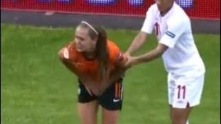 4 Pemain sepak bola wanita kemaluannya di injak sai pingsan