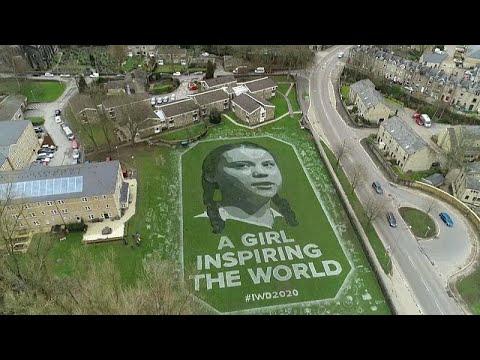 İngiltere'de 8 Mart nedeniyle Greta Thunberg'in devasa portresi çizildi