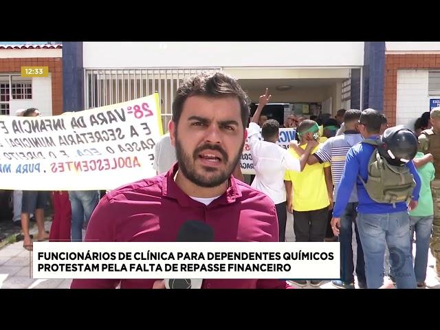 Funcionários de clínica para dependentes químicos protestam pela falta de repasse financeiro