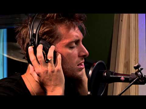 Paolo Nutini performs Scream (Funk My Life Up)
