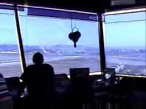 טייס מפחיד את מגדל הבקרה