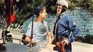 Le Triporteur - Sequence Gendarmes - Darry Cowl & Pierre Mondy