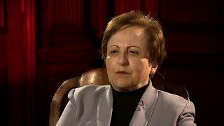 المحامية والناشطة في مجال حقوق الإنسان شيرين عبادي في المشهد