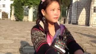 Cô gái Mông Đỏ nói  được 5 thứ tiếng: Việt, Mỹ, Pháp, Hoa và tiếng Mông.