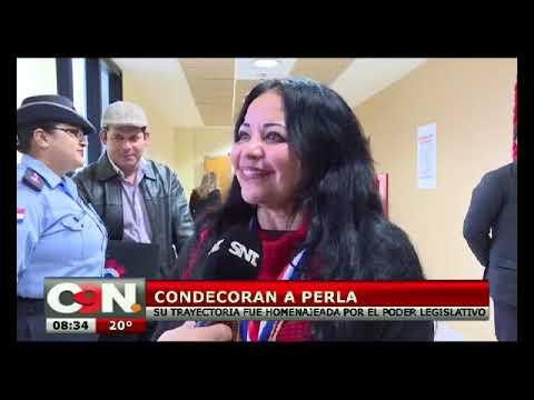el precio más bajo zapatillas de deporte para barato estilos frescos La cantante Perla fue homenajeada